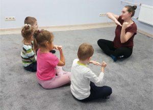 Занятие у детского психолога